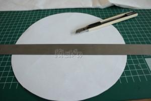 Bord omtrekken en cirkel door de helft knippen