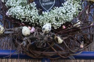 eitjes mogen niet ontbreken in een lentekrans